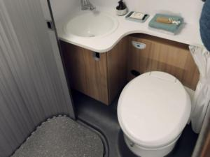 044-s-a-bathroom-hide-away